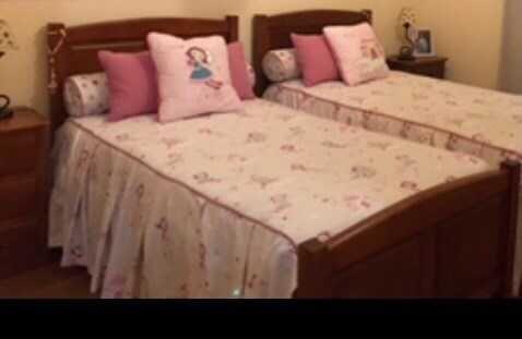 Colcha de cama infantil com rolo, almofadas e almofadão