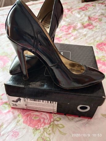 Лакированные красивые туфли