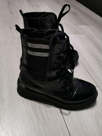 Buty  trzaper lakierowany