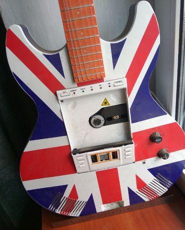 Декоративная гитара + CD проигрыватель + радио