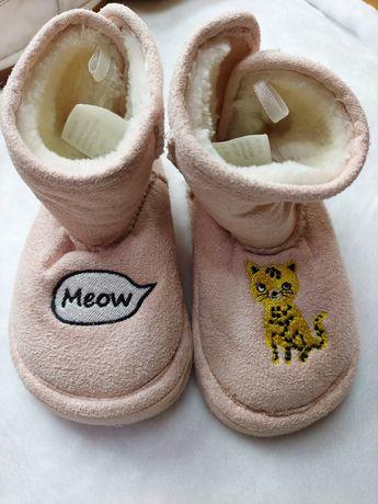 Угги детские  h&m   пудровые с тигром