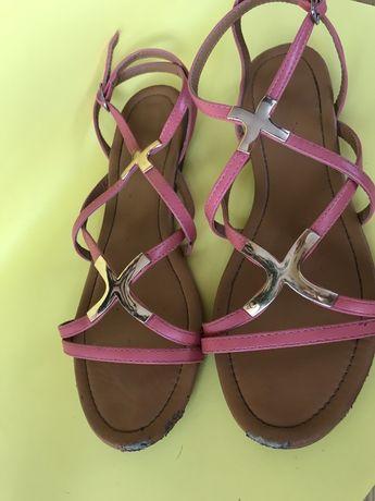 Sandałki płaskie
