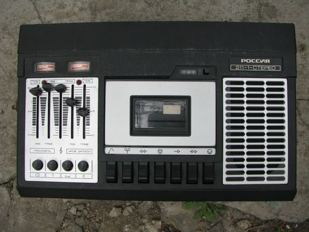 Кассетный магнитофон Россия 211 -1 стерео + 10, кассет с музыкой