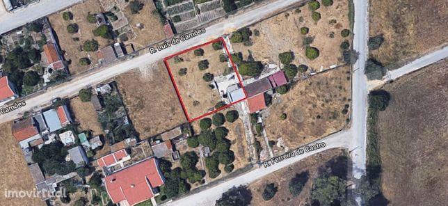 Casa térrea c/34 m2 inserida em lote de terreno c/ 500 m2, todo murado