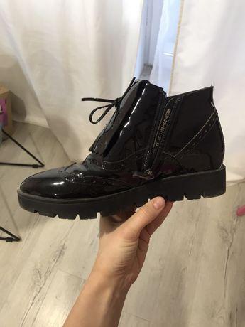 Лакированые ботинки с острым носом 37 р