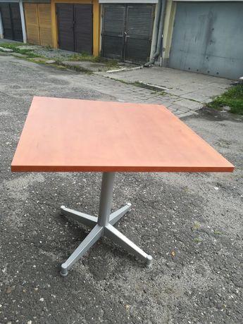 Kwadratowy stolik