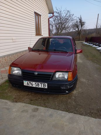 Opel ascona 1.6 газ/бензин