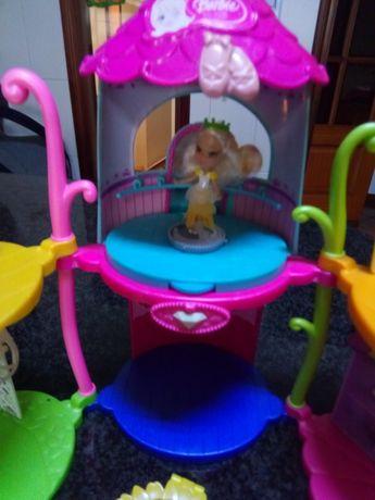 Casa barbie Petit club. + barbie petit. 24.