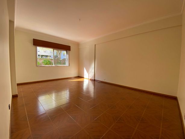 Apartamento T3 Rua Barbosa du Bocage, Rio de Mouro