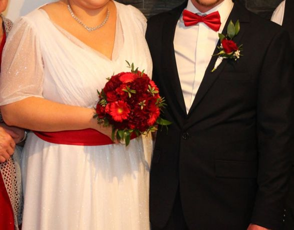 Ponadczasowa biała suknia ślubna