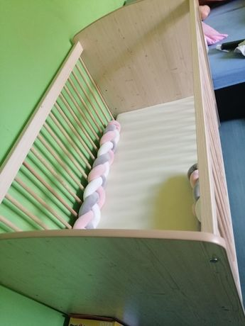 Łóżeczko niemowlęce z materacem