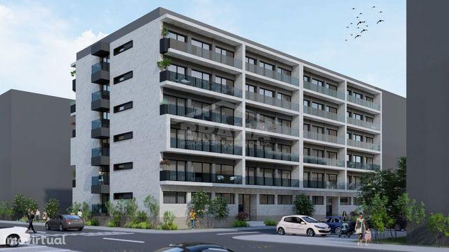 Apartamento T3 de Gaveto próximo ao Campo da Vinha, Real