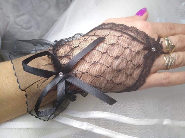 Czarne rękawiczki koronka mitenki.