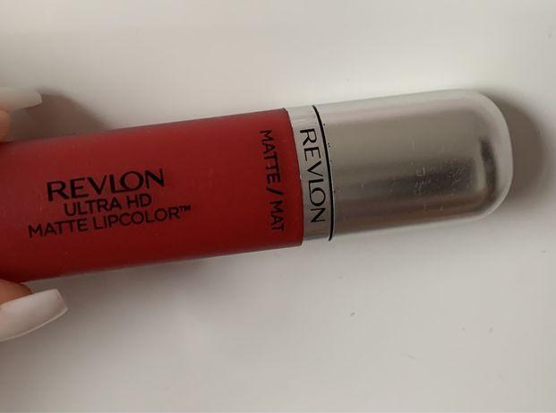 Revlon красная матовая