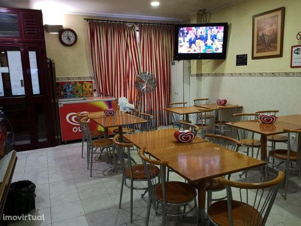 Restaurante e Snack-Bar com 100m2 no B. da Carochia