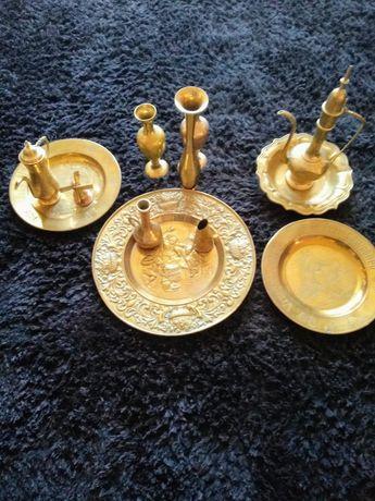 Ozdobne akcesoria w kolorze złota