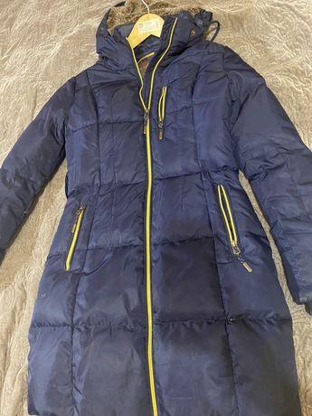 Пальто-пуховик, размер S в отличном состоянии