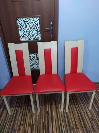 Krzesła drewniane z ekoskóry