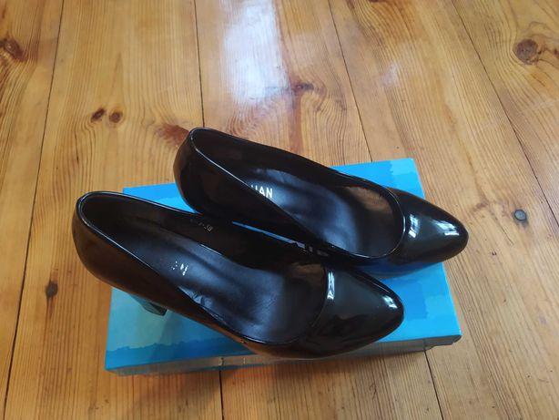 Туфлі лакові, жіночі