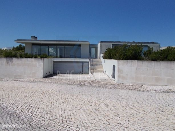 Moradia T 4 Uni Familiar (288 m2) - Piscina - Terreno (1.124 m2) - Bom