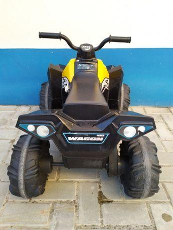 Moto 4 elétrica  Feber