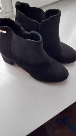 Продам ботинки замшевие