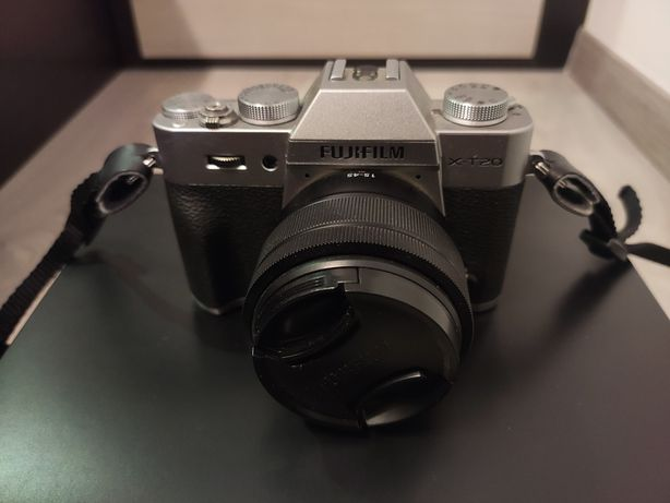 Máquina fotográfica Fujifilm x-t20 e objetiva Fujinon XC 15-45