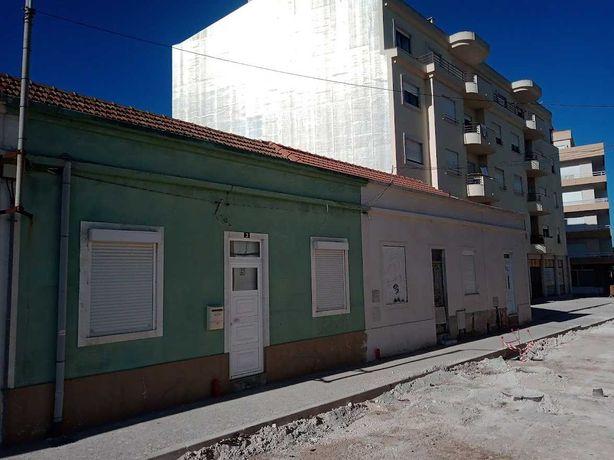 2 casas t2 no centro da cidade