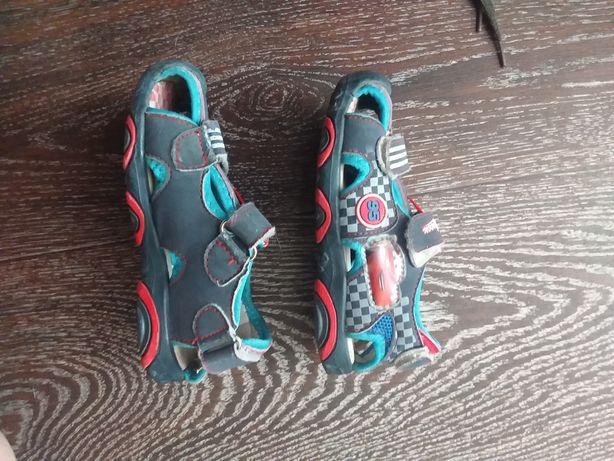 Детскии сандали размер 25
