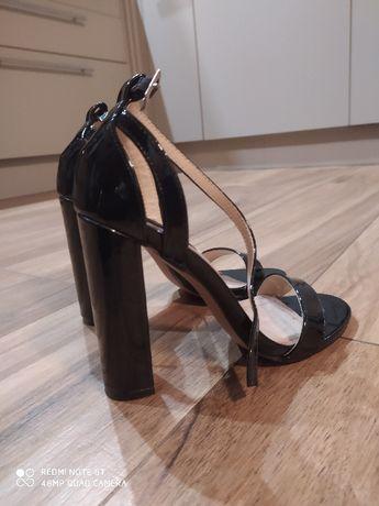Sandałki lakierowane Lost Ink