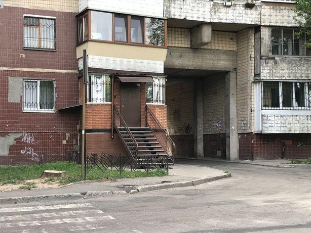 Сокол-1 Продам под салон 88 м.кв. красная линия - отдельный вход!