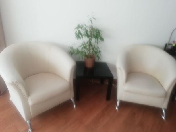 Fotele z kremowej eko skóry