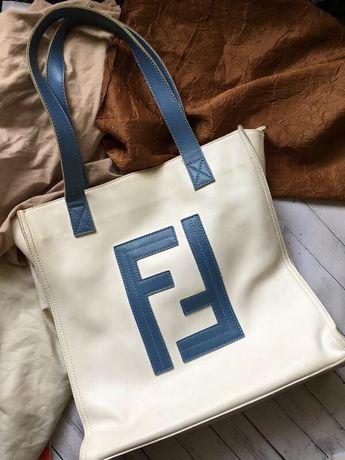 Большая белая кожаная сумка с синими ручками