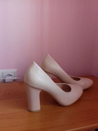 Продам весільні шкіряні туфлі!