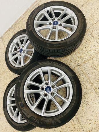 Vendo Jantes c/Pneus  16 Ford Focus como Novos.