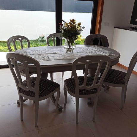 Mesas e cadeiras Restauradas