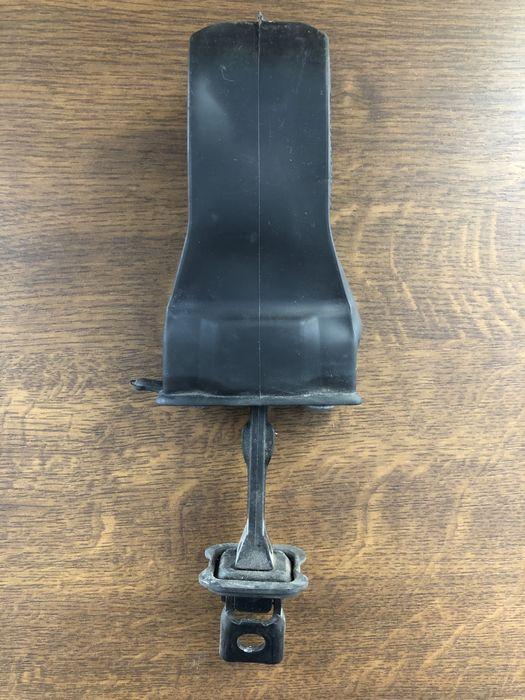 Ограничитель двери передний правый Passat B8 USA 561837249С Золочев - изображение 1