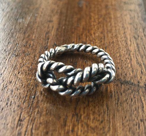Anel com nó em prata verdadeira- nunca usado