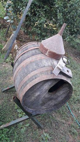 Pipos vinho em  madeira eucalipto em bom estado
