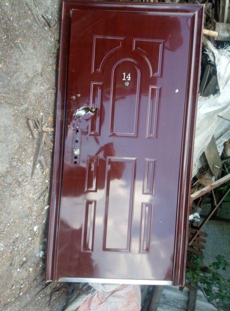 Продам недорого двери