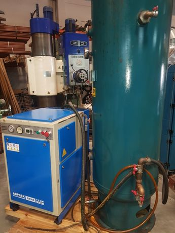 Compressor de parafuso com tanque 7.5 cv