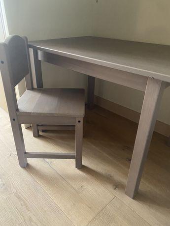 Mesa e cadeira criança