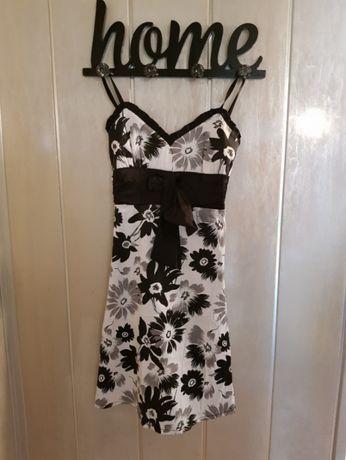 Sukienka w kwiaty na regulowanych ramiączkach, rozmiar S.