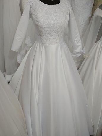 Свадебное атласное платье с рукавом классическое новое 38 размер
