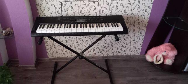 Синтезатор продам