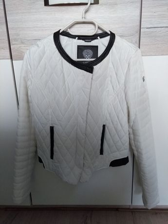 Wyprzedaż szafy - wiosenna biała pikowana kurtka