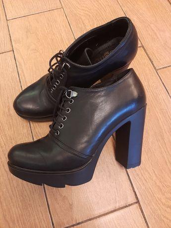 Ботинки Benta на высоком каблуке