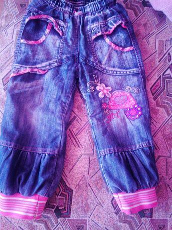 Продам теплинькие джинсики для девочки лет 5-6