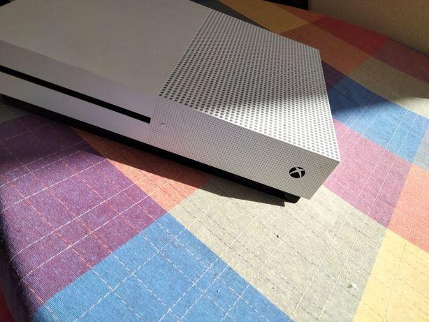 Xbox One 500G pouco usado