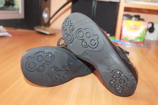 Туфли фирмы CLARKS с мигалками 9 р.